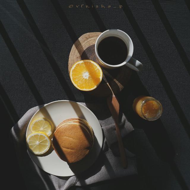 #coffee #beautiful #onmyblacktable #mycoffee_diary #flatlay #breakfast #darktone #softtone #food #foodphotography #onthetable #sony #photography
