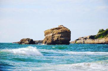 seaside spring holydays boulders sea