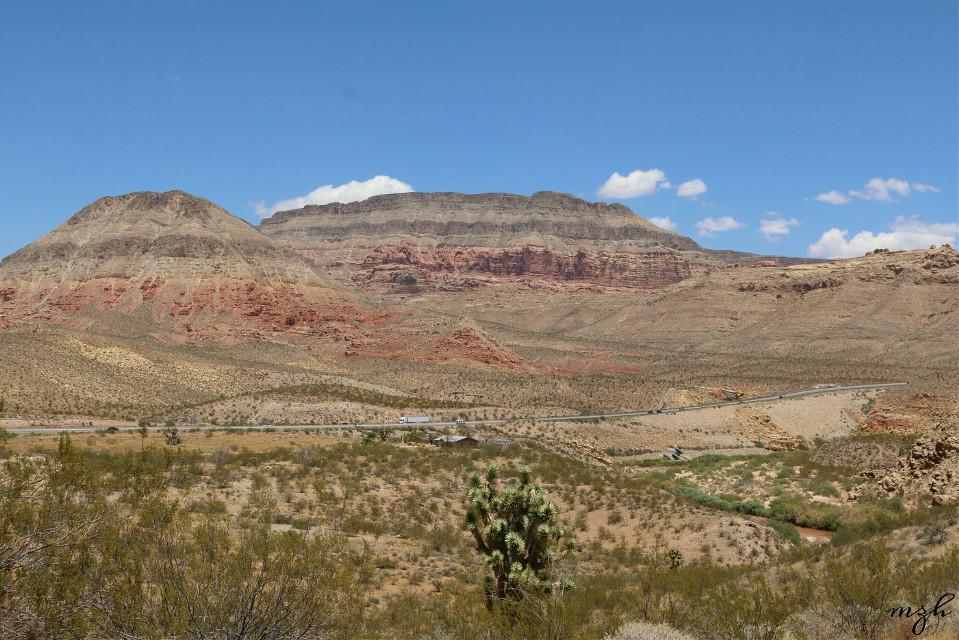 In the desert😊😊 Utah  #desert  #mountain  #landscape  #nature  #travel  #photography