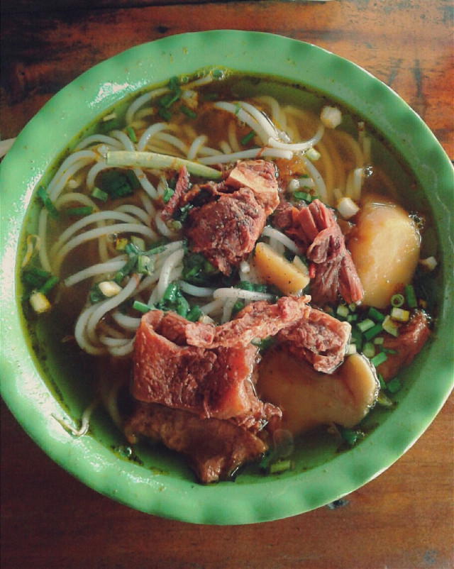 Hue's Beef Noodle I think that it is too late to post any food pic. Because it will make someone feel hungry. So I want to say sorry.  #Vietnam #Vietnamesetraditionalfood #HoangSaTruongSabelongtoVietNam #summer #food